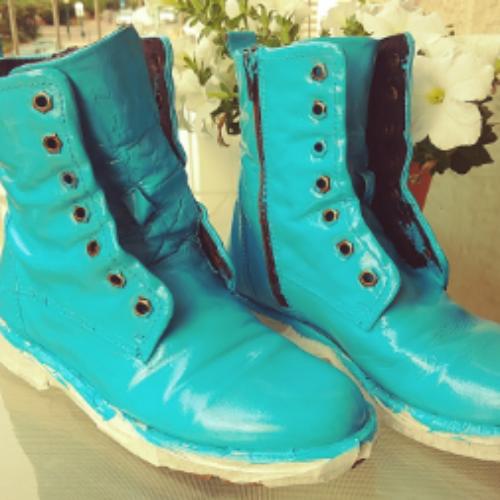 תורת הצבע וזוג נעליי טורקיז